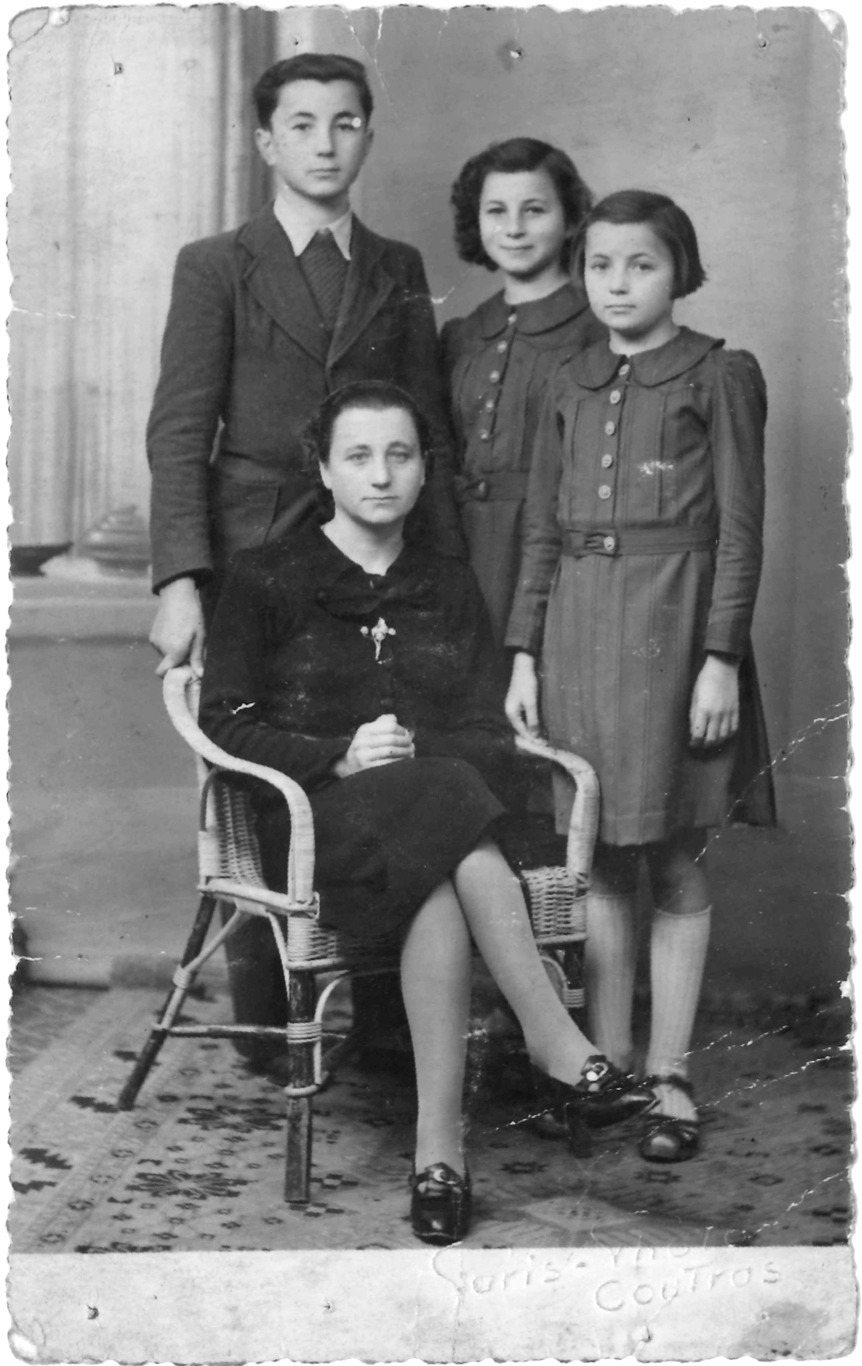 Germaine et ses enfants avant son arrestation. © Collection familiale.